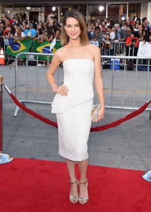 Lyndsy Fonseca - Neighbors premiere in Westwood -01