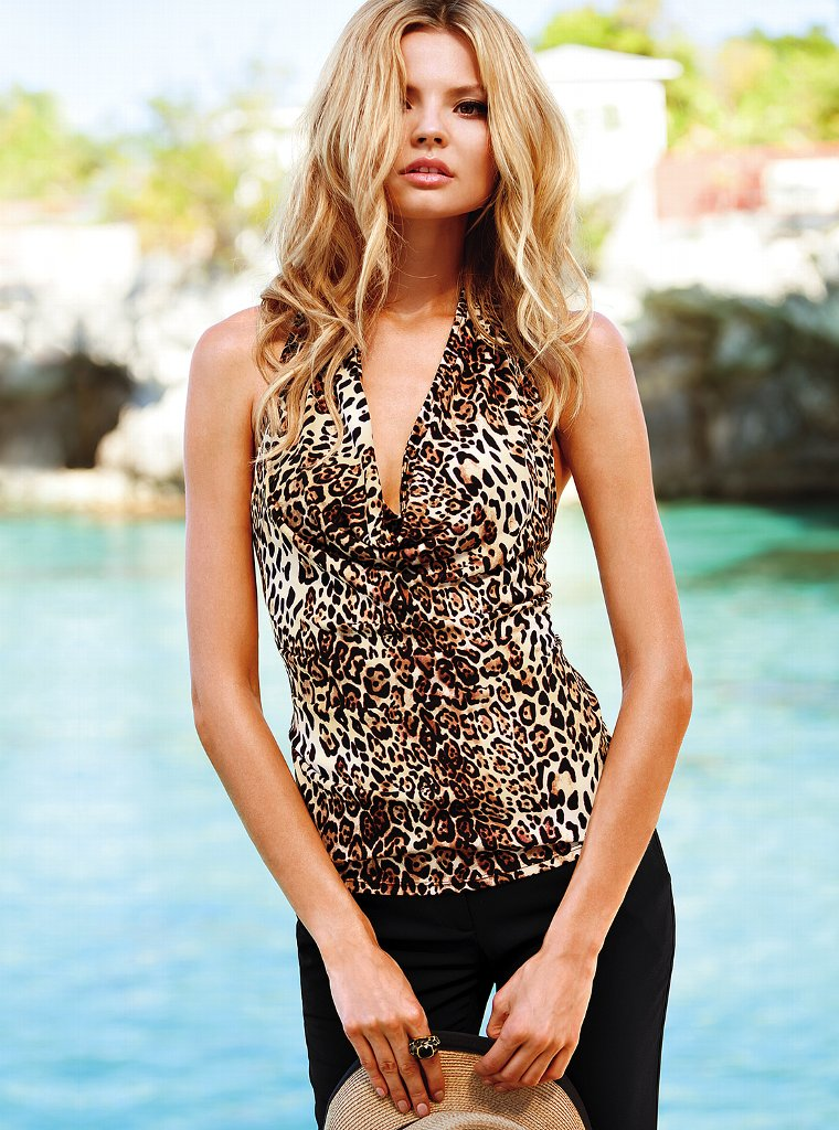Magdalena Frackowiak – VS Collection March 2013-12 – GotCeleb