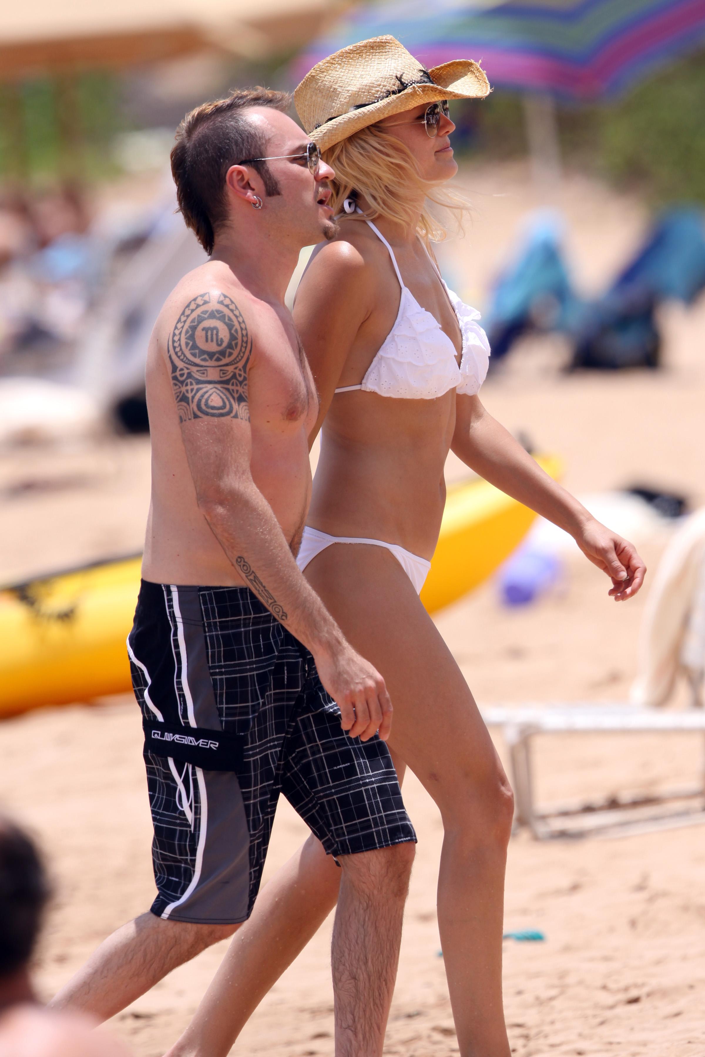malin-akerman-bikini-on-the-beach-in-hawaii-19 - GotCeleb Malin Akerman