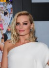 Margot Robbie: The Wolf Of Wall Street premiere -13