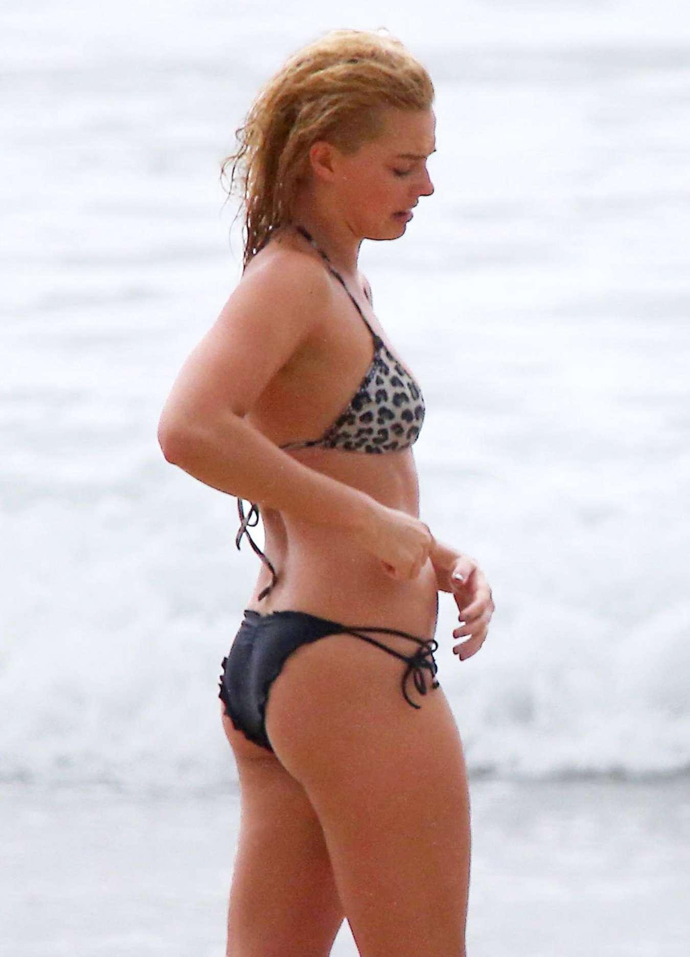 Tonya Harding Angry >> Margot Robbie in Bikini -01 - GotCeleb