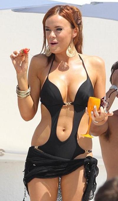 Maria Fowler Show Her Sexy Body In Bikini-04