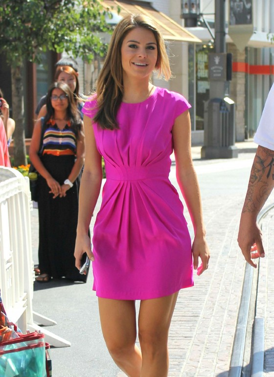 Maria Menounos legs in small pink dress at Extra The Grove set