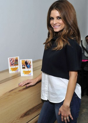 Maria Menounos - Manicure at Enamel Diction in LA