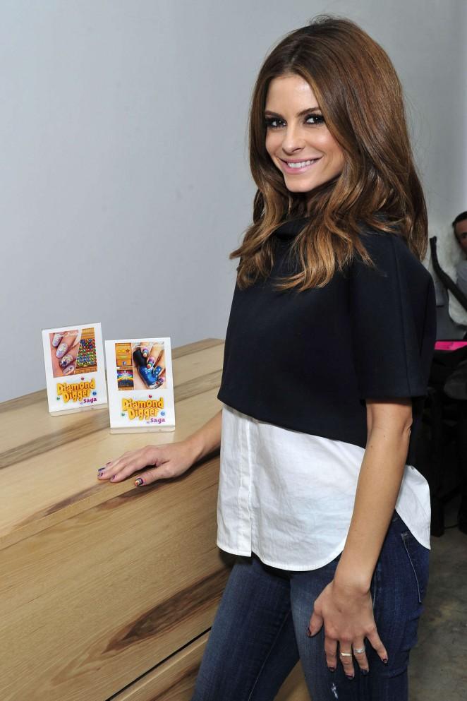 Maria Menounos - Manicure at Enamel Diction in LA