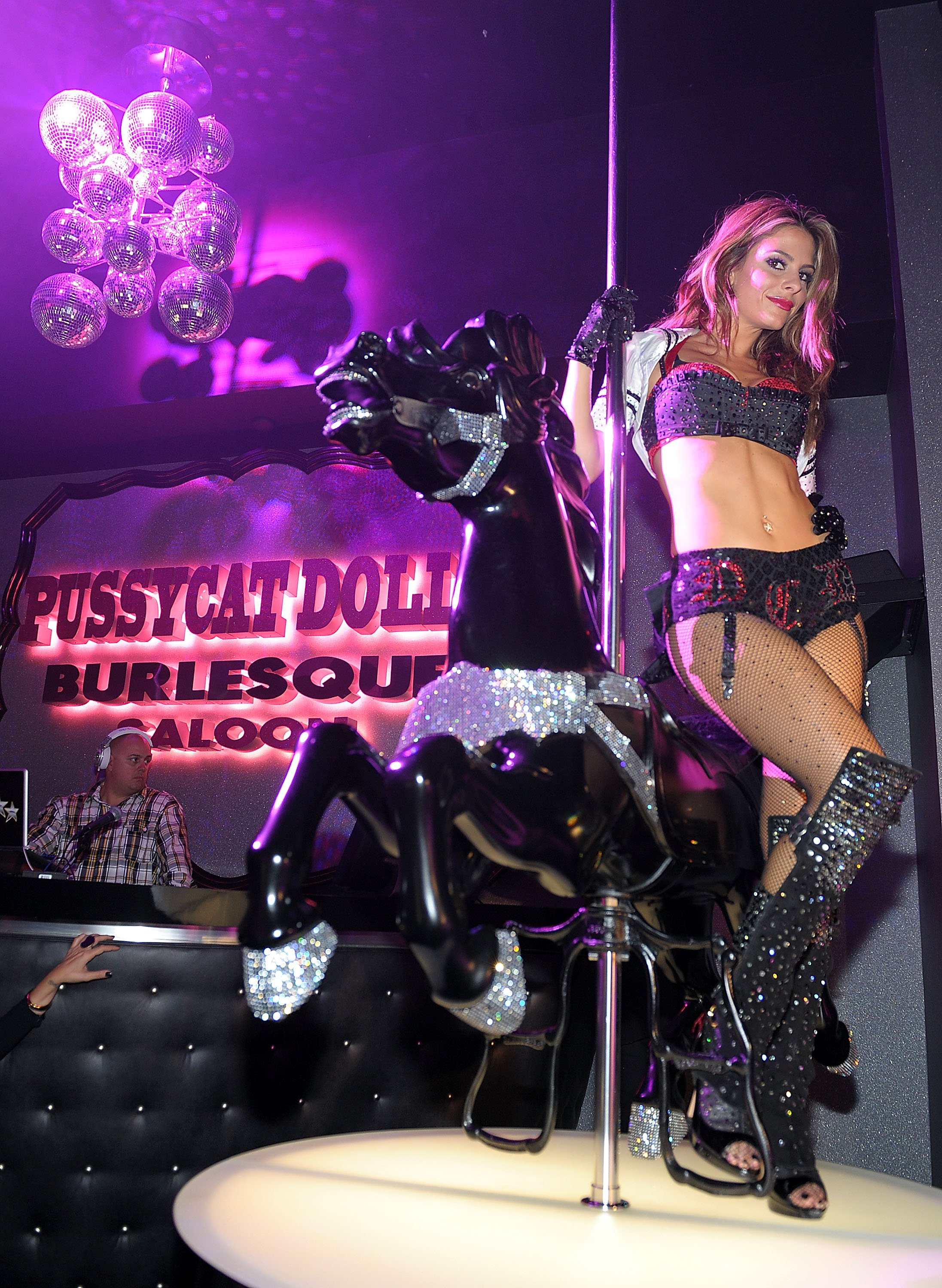 Maria Menounos – Cleavage and Leggy at Pussycat Dolls Burlesque Saloon in Las Vegas-01