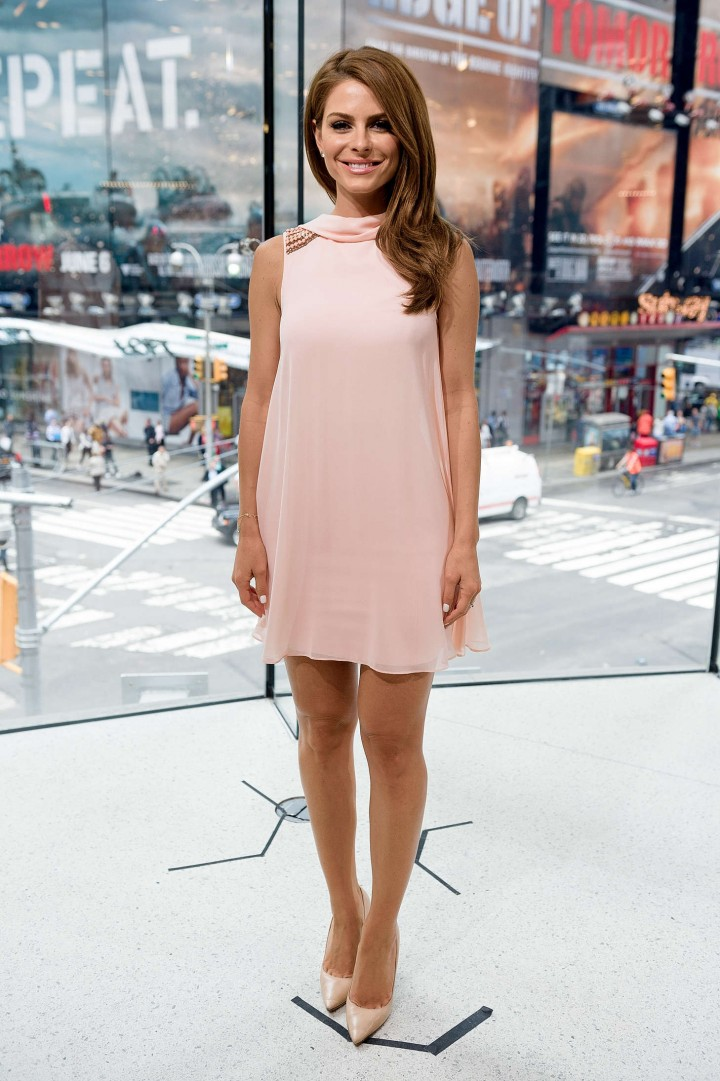 Maria Menounos – hosts Extra at H&M in NYC