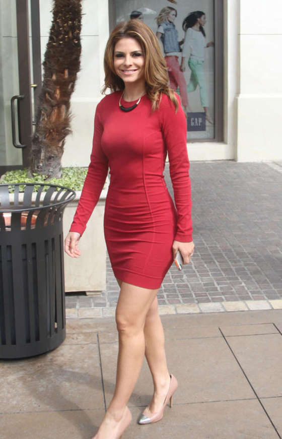 Maria Menounos - In Dress on the set of Extra in LA -08