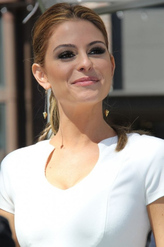 Maria Menounos at Extra at The Grove in Los Angeles -04