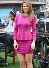 Maria Menounos - Looking Hot on the set of Extra in Los Angeles-01