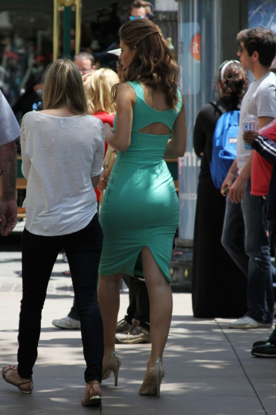 Maria Menounos - On the set Extra -16