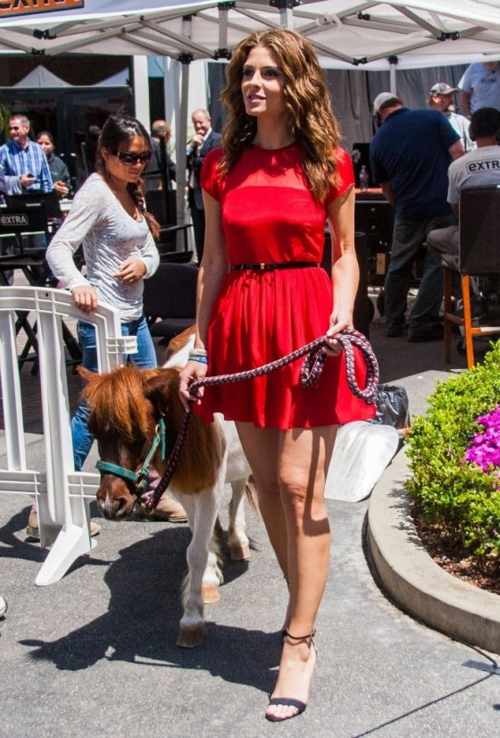 Maria Menounos in a red dress-07