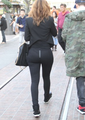 Maria Menounos Booty in Tights -04