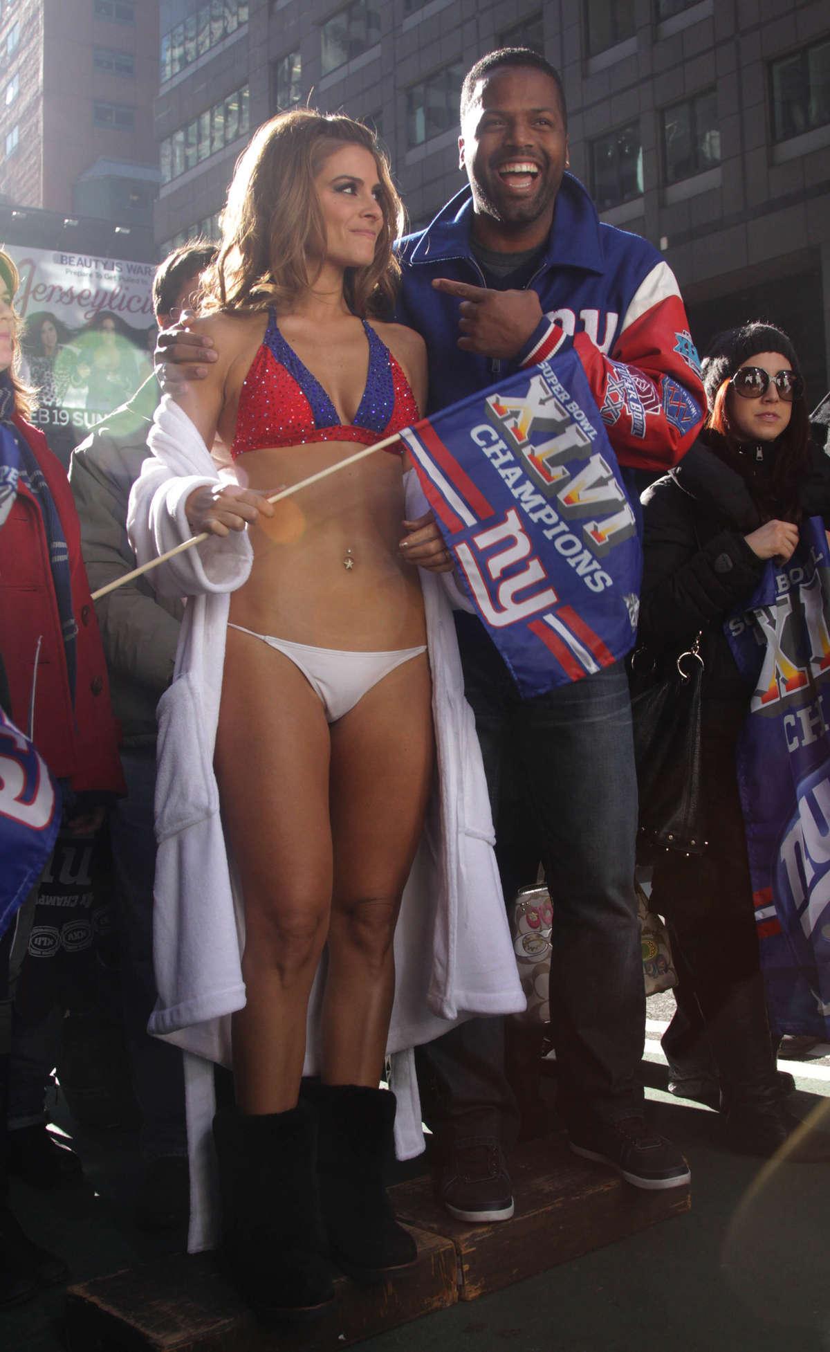 Emerson College Los Angeles >> Maria Menounos In Giants bikini-08   GotCeleb