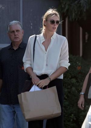 Maria Sharapova - Shopping in Venice - Los Angeles