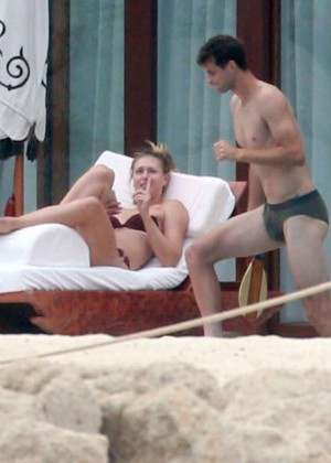 Maria Sharapova bikini 2014 in Cabo-09