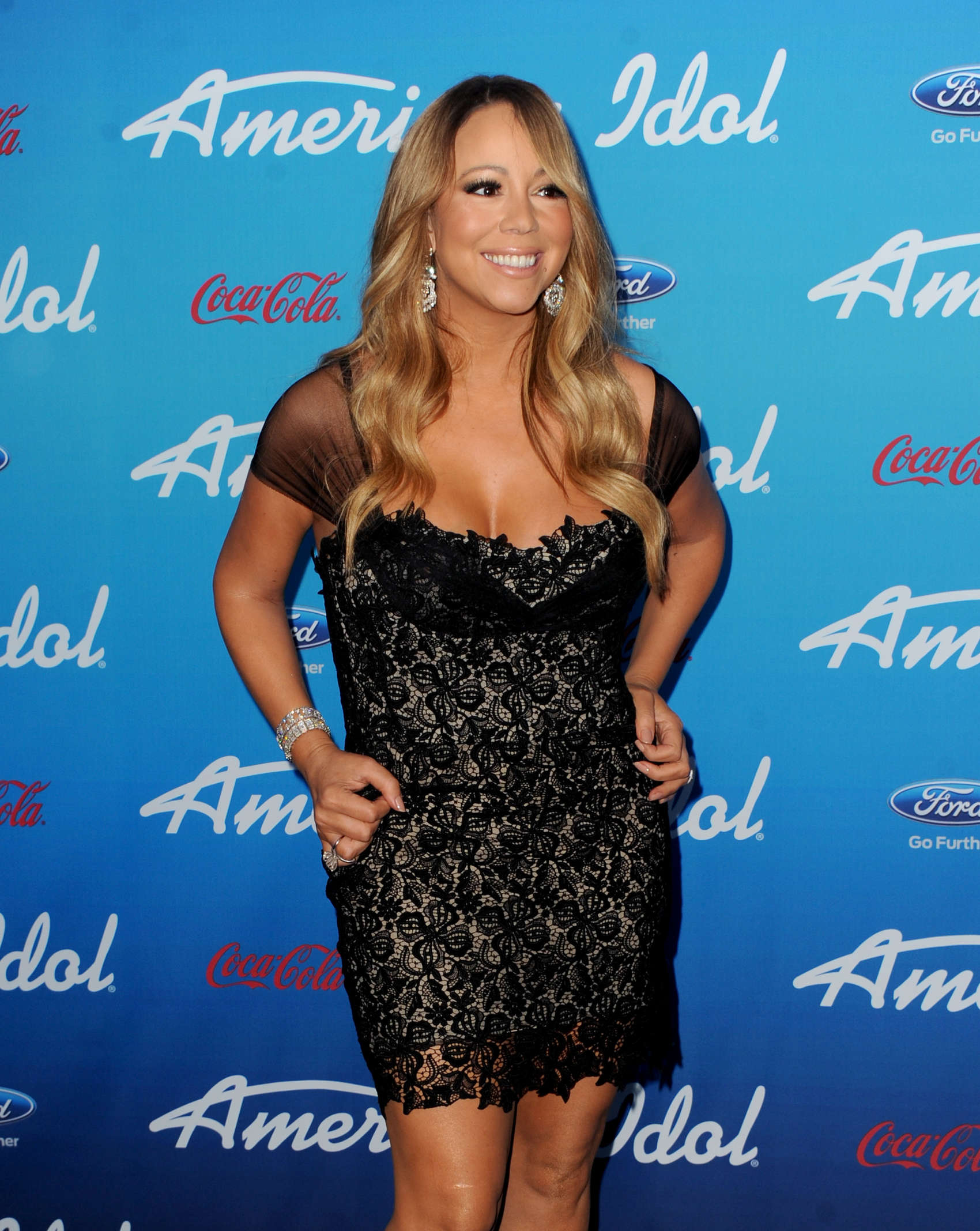 Mariah-Carey-at-the-American-Idol-finalists-event-2013-at-The-Grove--08.jpg