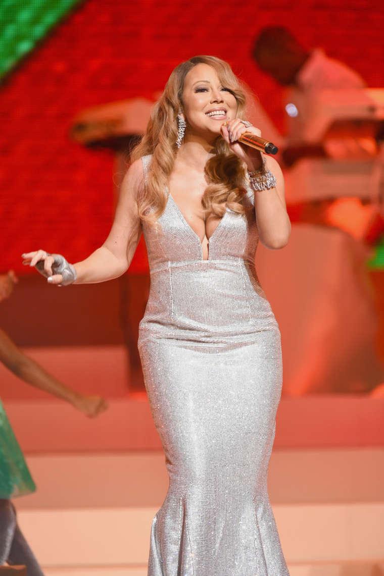 Mariah Carey - Christmas Special (Full Concert) / Best ...
