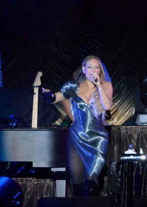Mariah Carey's Slit Dress: Show Cleavage & Legs After ...
