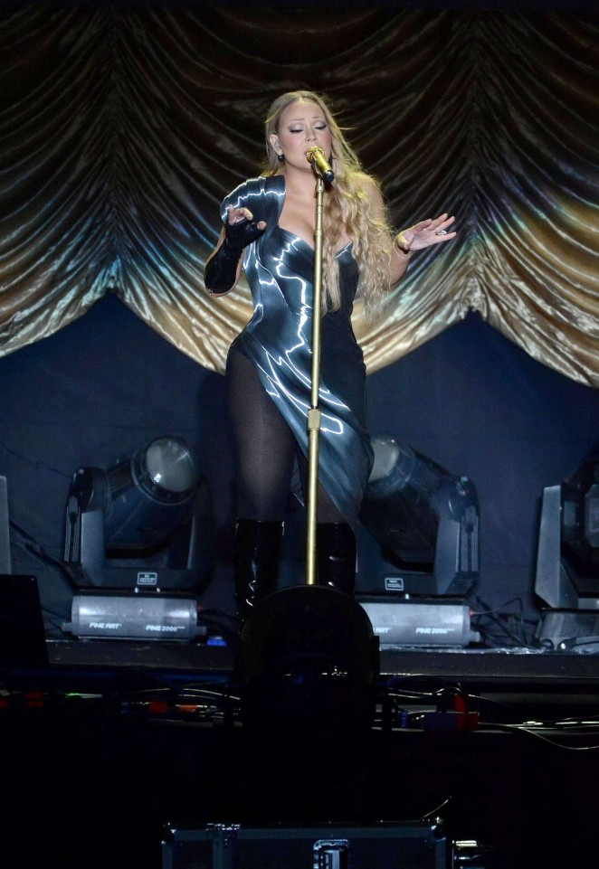Mariah Carey - Performs Live in China
