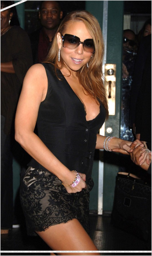 mariah-carey-leggy-and-cleavage-candids-at-mr-chow-2008-50