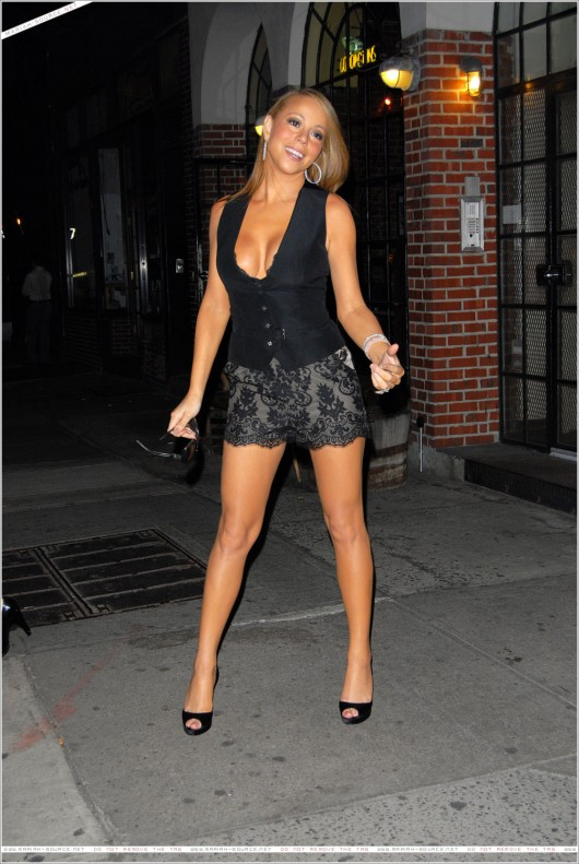mariah-carey-leggy-and-cleavage-candids-at-mr-chow-2008-60
