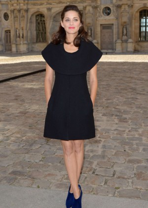 Marion Cotillard - Christian Dior Fashion Show in Paris