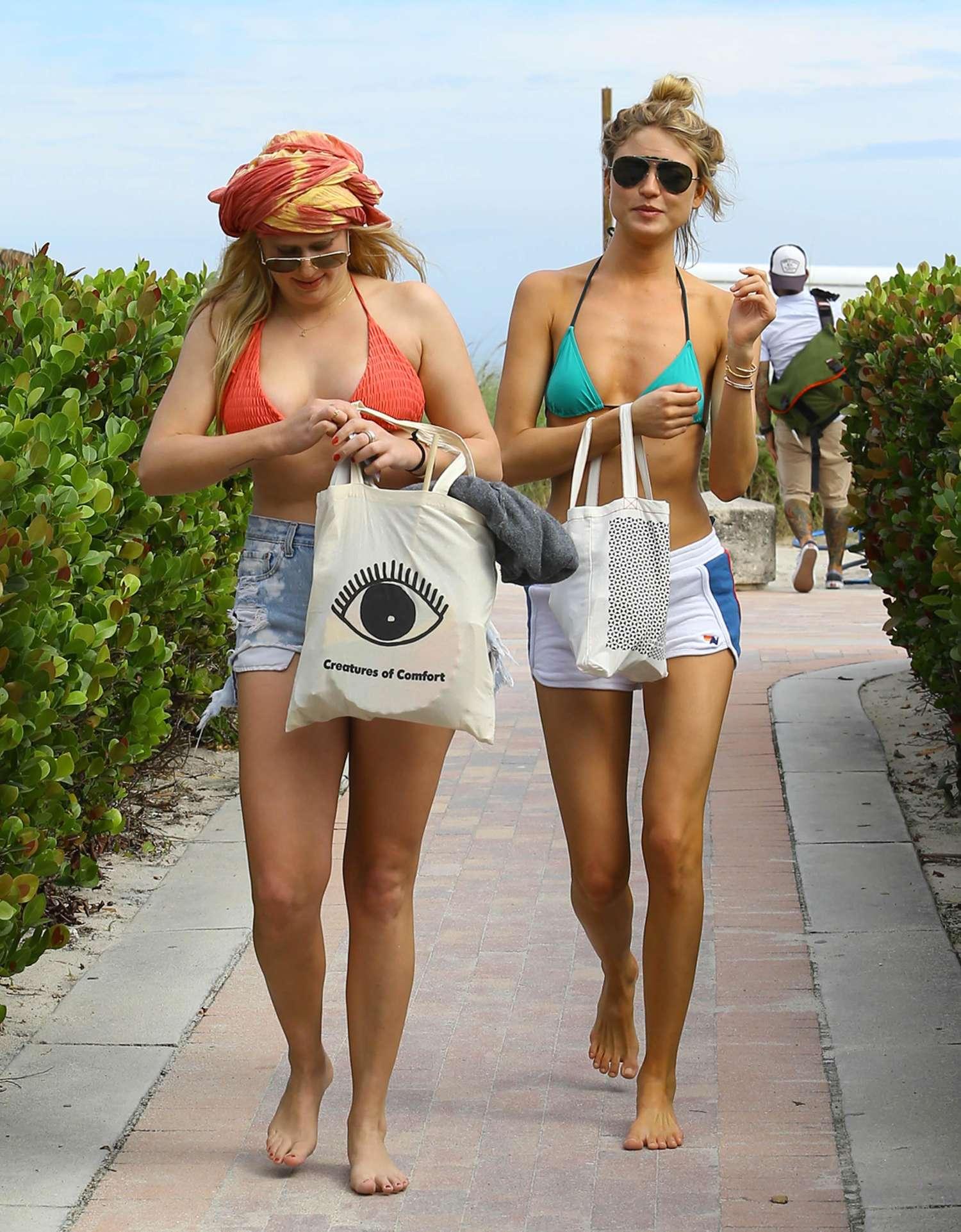 Back to post Martha Hunt in Green Bikini Top in Miami