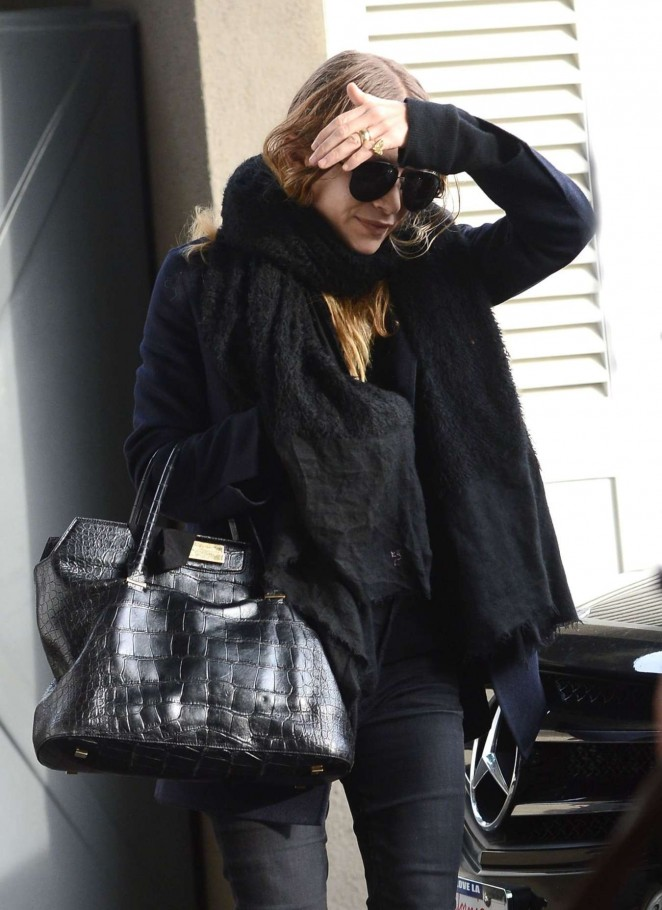 Mary-Kate Olsen in Tight Jeans -01