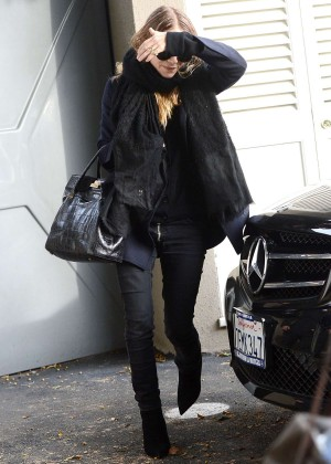 Mary-Kate Olsen in Tight Jeans Shopping on Melrose Place