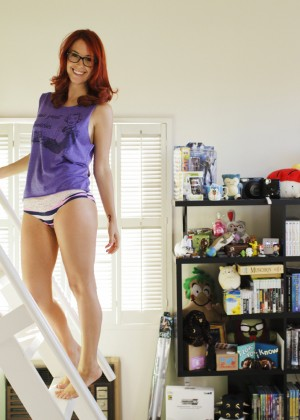 Meg Turney in Me in My Place - Esquire 2014 -12