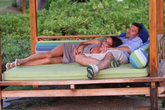 megan-fox-and-brian-austin-green-in-hawaii-candids-05