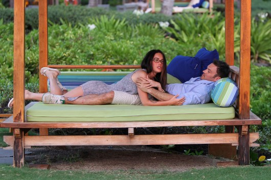 megan-fox-and-brian-austin-green-in-hawaii-candids-08