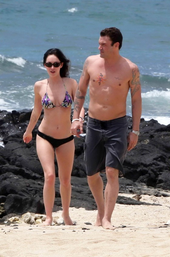 Megan Fox – Bikini Babe on a Hawaii beach 2011 – HQ