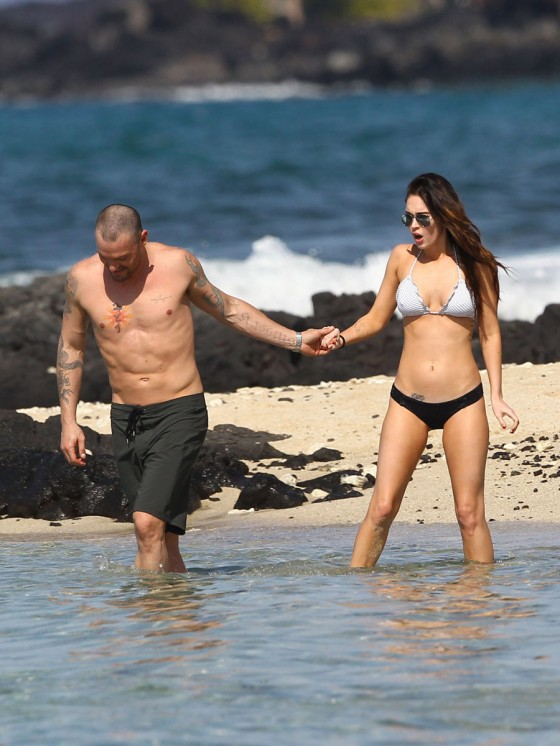 megan-fox-bikini-candids-in-hawaii-adds-01