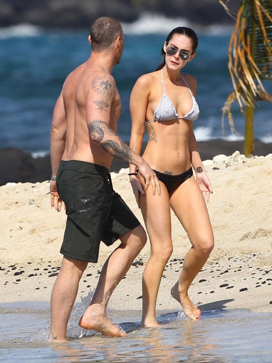 megan-fox-bikini-candids-in-hawaii-adds-07