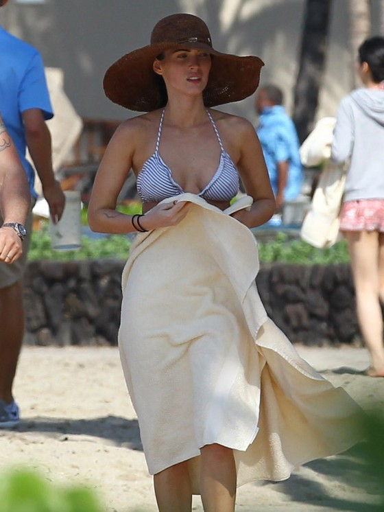 megan-fox-bikini-candids-in-hawaii-adds-14