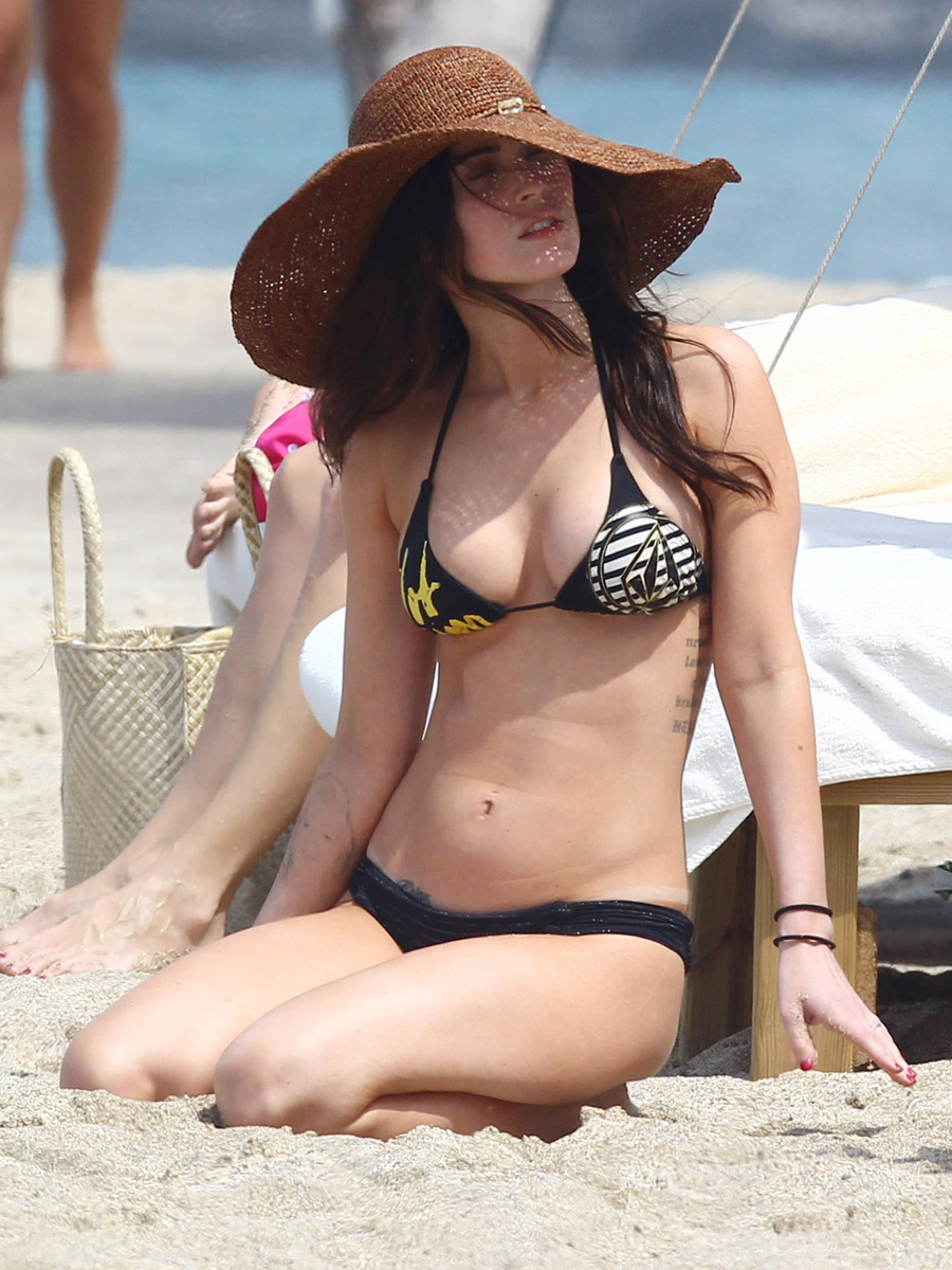 megan-fox-bikini-candids-in-hawaii-adds-20