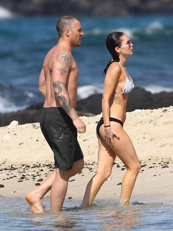 megan-fox-bikini-candids-in-hawaii-adds-21