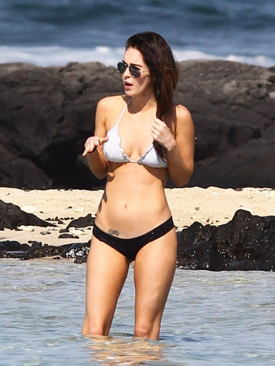 megan-fox-bikini-candids-in-hawaii-adds-24