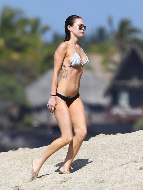 megan-fox-bikini-candids-in-hawaii-adds-29