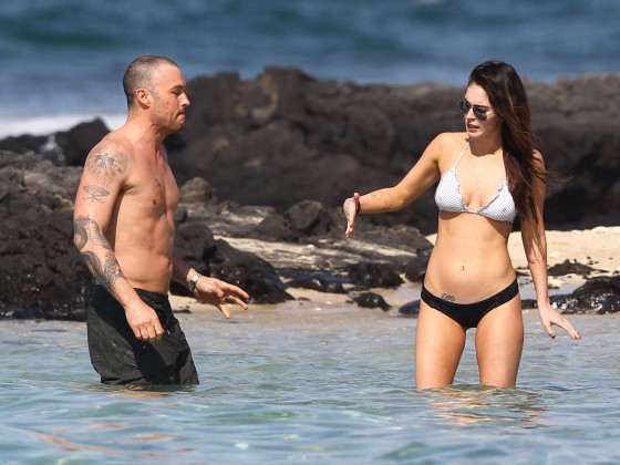 megan-fox-bikini-candids-in-hawaii-adds-30