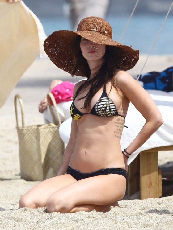 megan-fox-bikini-candids-in-hawaii-adds-31