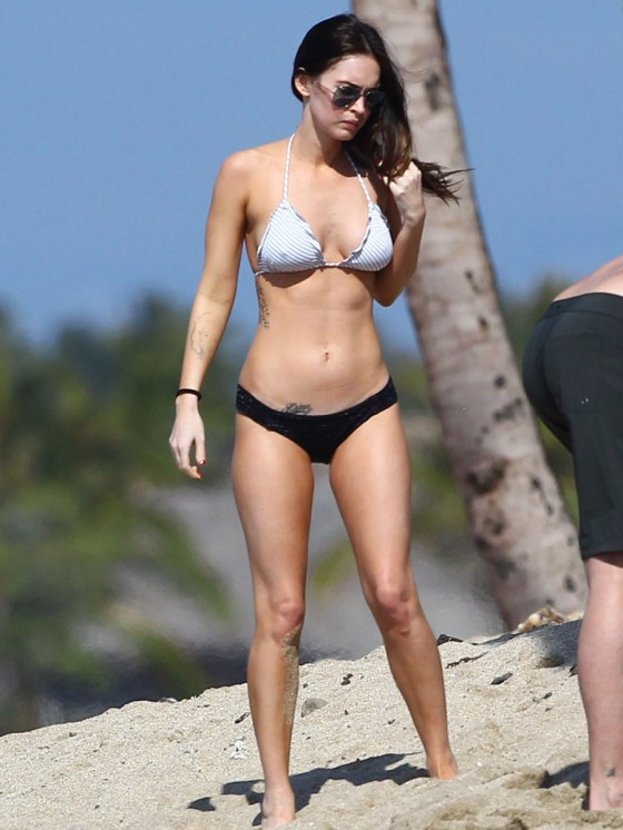 megan-fox-bikini-candids-in-hawaii-adds-38