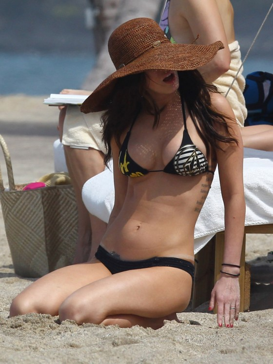 megan-fox-bikini-candids-in-hawaii-adds-43