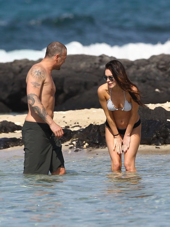 megan-fox-bikini-candids-in-hawaii-adds-52