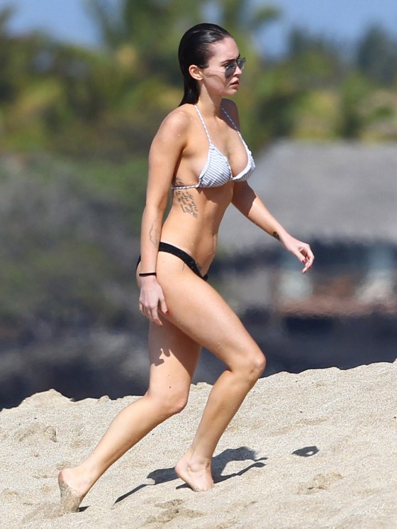 megan-fox-bikini-candids-in-hawaii-adds-57