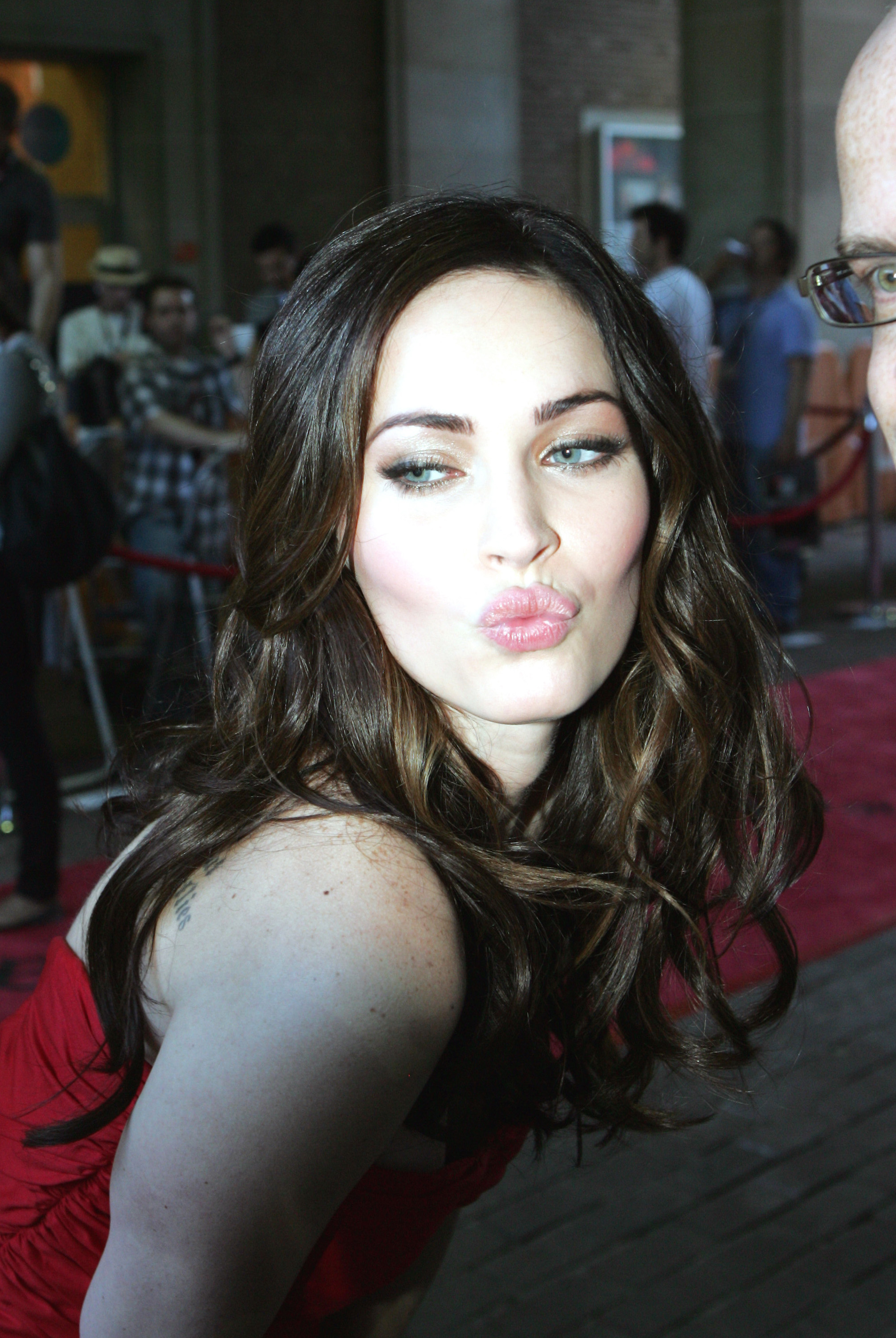 Megan Fox - Friends Wi... Megan Fox And Friends