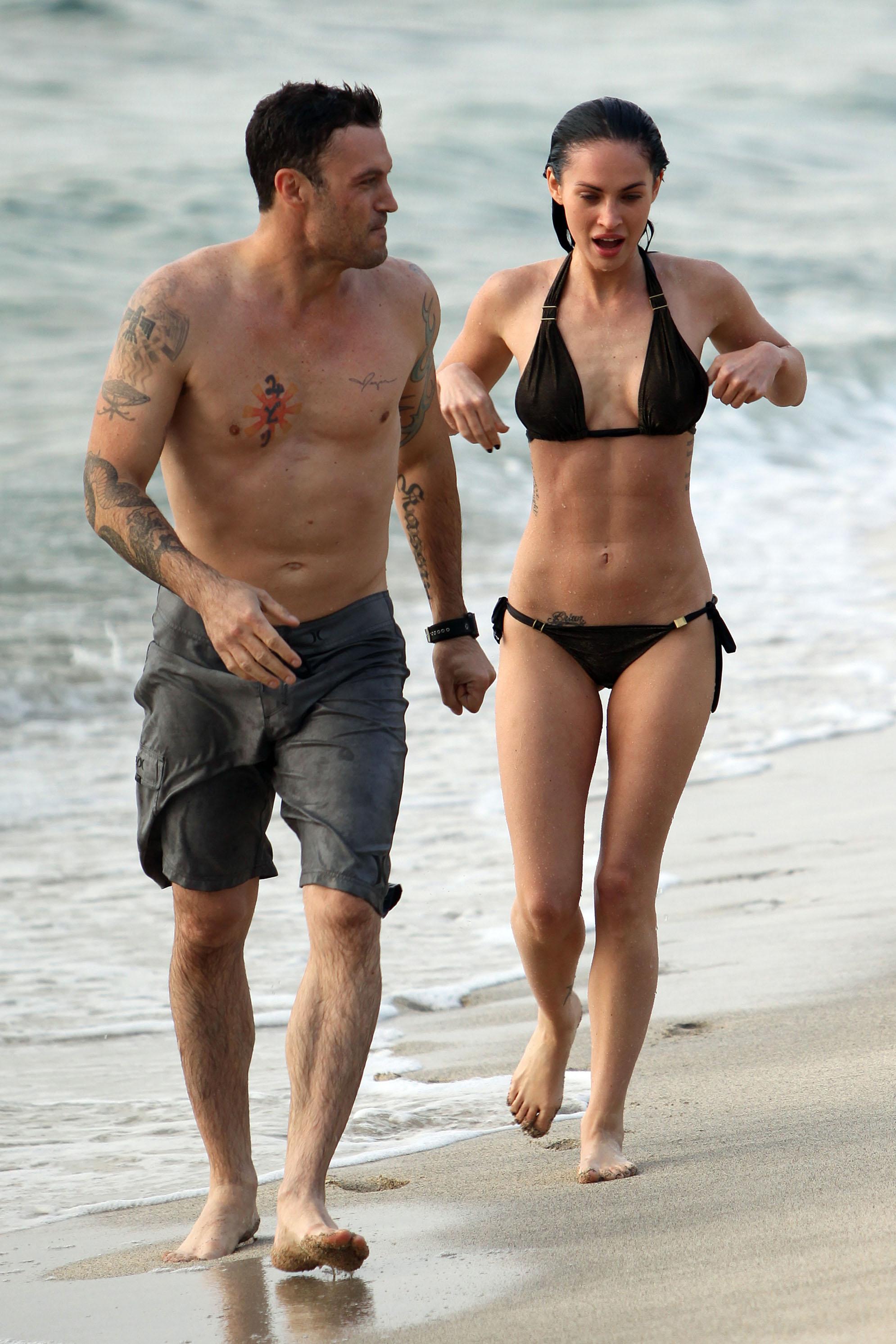 Megan Fox 2010 : megan-fox-in-a-black-bikini-maui-may-2010-25-hq-pics-01