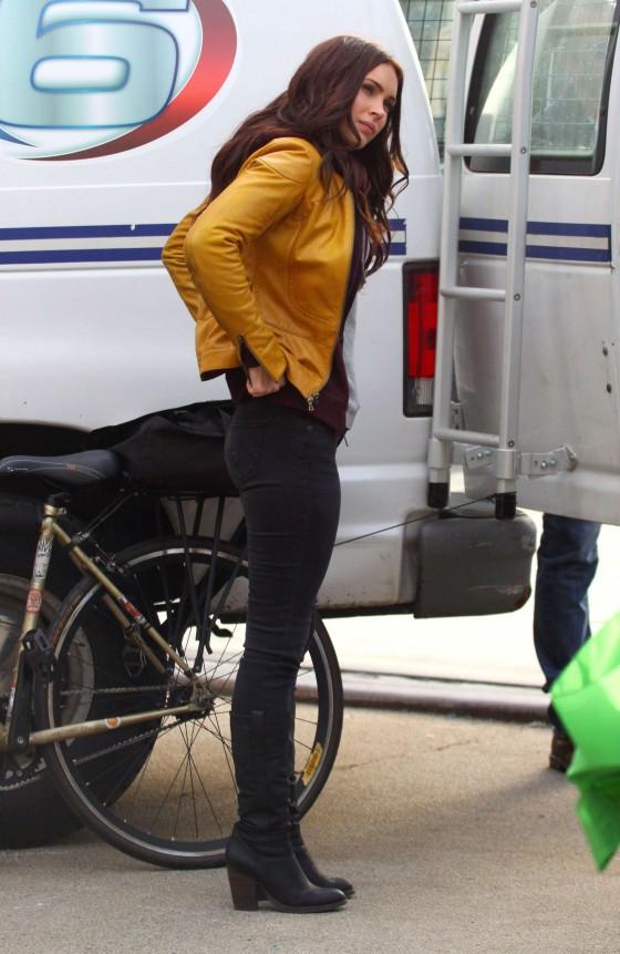 Kim Kardashian Ass In Tight Jeans Megan Fox in Tight Jea...